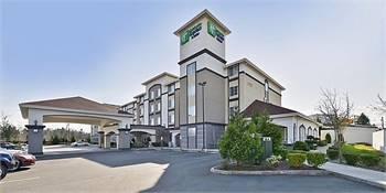 Holiday Inn Express & Suites Lakewood
